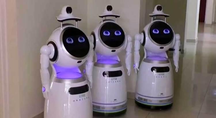 Usan robots enfermeros para evitar contagio de coronavirus