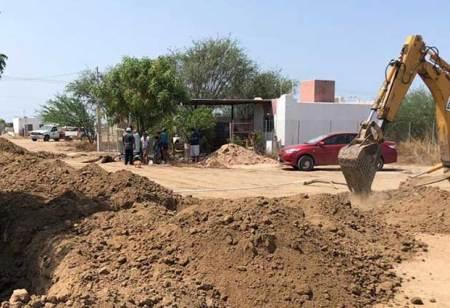Continúa con la ampliación de red de agua en Valle Dorado