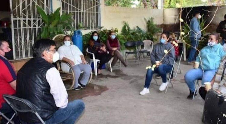 Se reunió Oscar Leggs con vecinos de La Choya