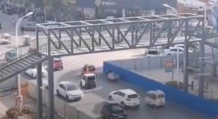 Gastó más de 3 mdp en un puente peatonal para su hijo