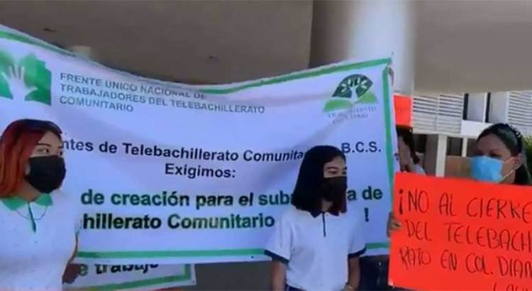 Se manifestaron alumnos y profesor de Telebachillerato 46