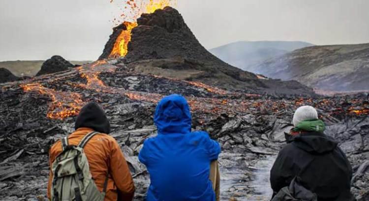 Se vende volcán en erupción