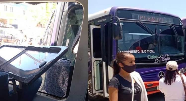 "Por ir ""peleando"" el pasaje chocaron dos autobuses urbanos"
