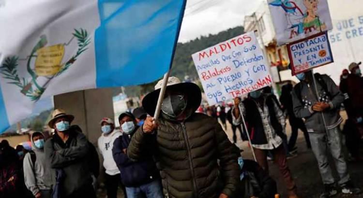 Piden guatemaltecos la renuncia del presidente Giammattei