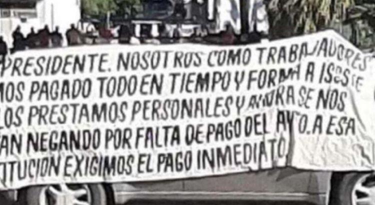 Bloquean trabajadores municipales muleginos la Transpeninsular