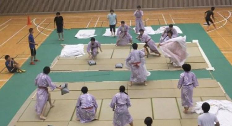 Lucha de almohadas, el nuevo deporte furor