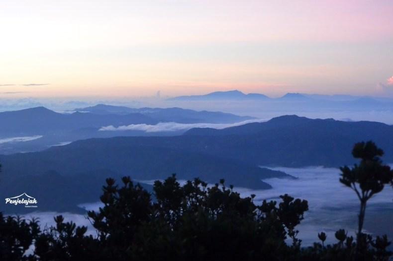 Pemandangan Pegunungan Bukit Barisan dari Kerinci