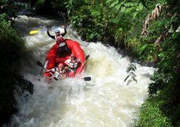 Arung jeram atau rafting, banyak sungai di Indonesia yang perlu diarungi