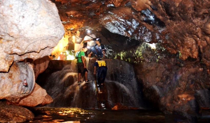 Destinasi Wisata Goa Surupan Pangandaran