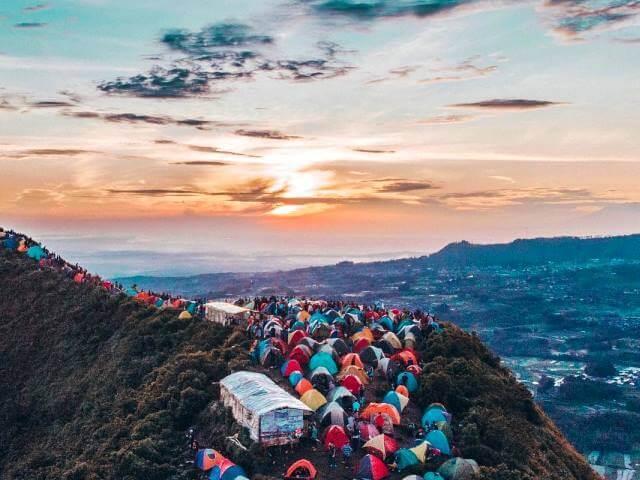 Suasana camping di Gunung Andong, Magelang