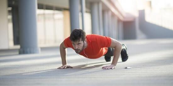 Push Up untuk melatih otot bagian atas tubuh