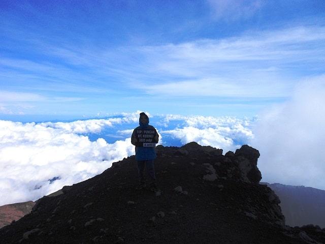Pemandangan di atas puncak Gunung Kerinci