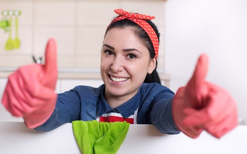 cleaning-women-thumbs-up-2016-12-01_00010