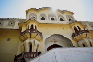 Hawa Mahal entrance in Jaipur during day