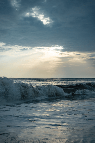 The fierce waves of the Marari Beach
