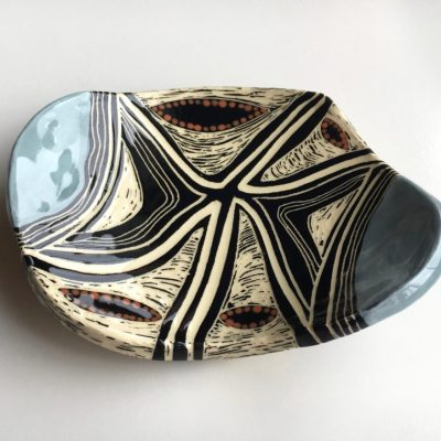 740 blue triangular butterfly dish