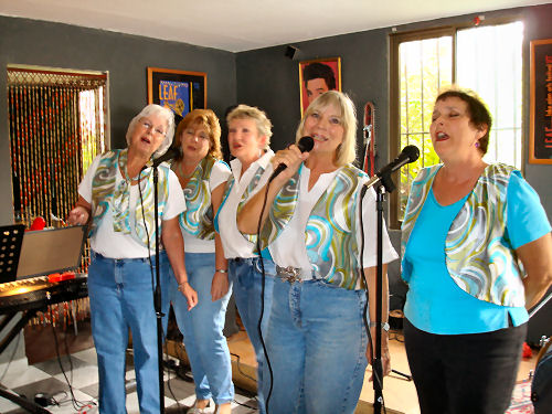 Boquettes sing the Oldies at Guari, Guari on a Sunday afternoon