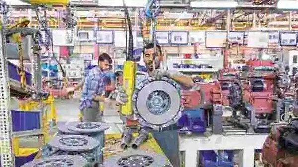 Indian economy witnessed a marginal growth of 0.4% year-on-year in the October-December quarter (Photo: Mint)