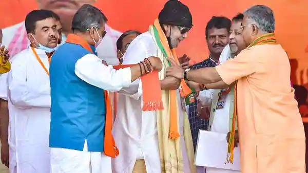 Kolkata: Bollywood actor Mithun Chakraborty being greeted by BJP leaders after he joined the party during Prime Minister Narendra Modi