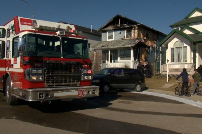 2 homes damaged in Calgary fire Friday afternoon - Calgary