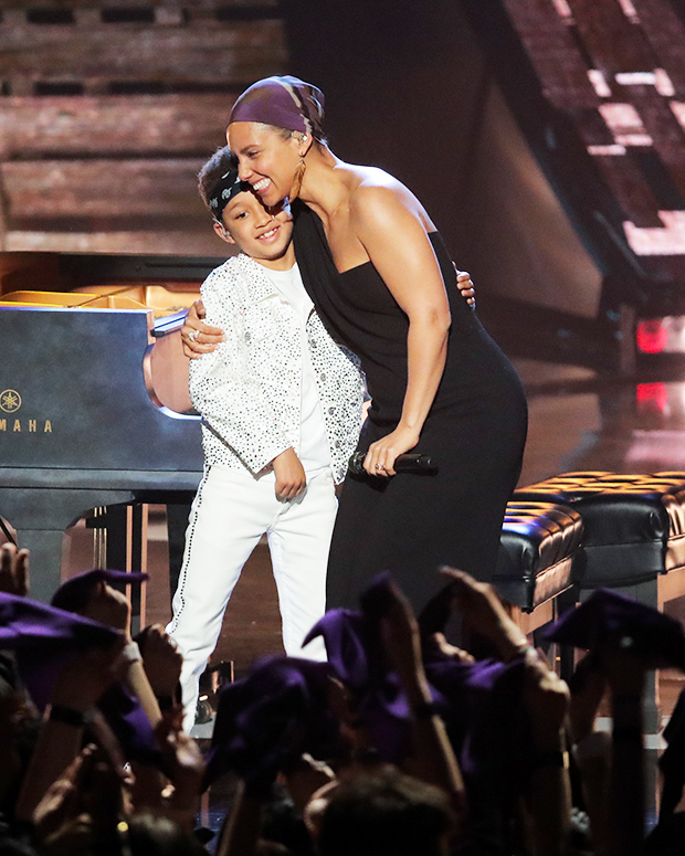 Alicia Keys' Son Egypt Sings & Shows Off His Piano Skills: Watch – Hollywood Life
