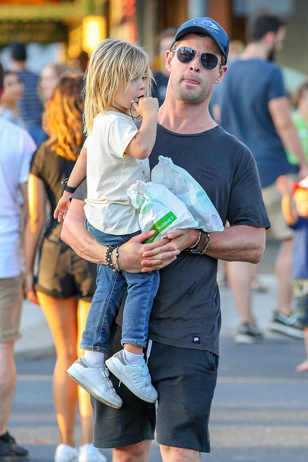 Chris Hemsworth's Son Plays With Dad While Dressed Like A Superhero – Hollywood Life