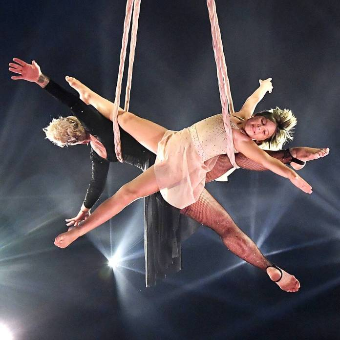 Pink and Daughter Willow Perform Stunning Acrobatic Stunts at BBMAs