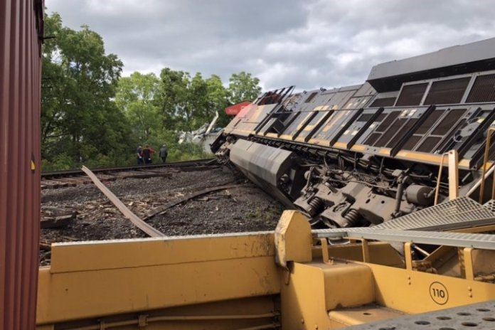 Only minor injuries reported after 2 cargo trains crash in Prescott, Ont: OPP