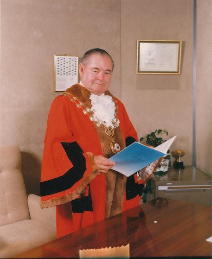 Mayoral Robes King