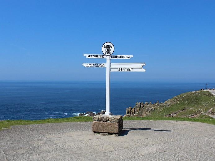 Walk around the cliffs at Land's End