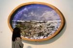 Detalle formato PAISAJE BLANCO 2012. Collage tridimensional de fotografías. Caja de luz 2 metros de largo x 130 de alto x 30 cm de volumen aprox.