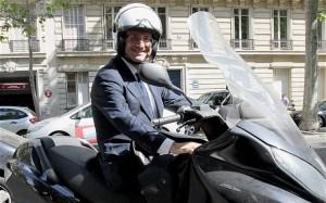 Francois Hollande en scooter