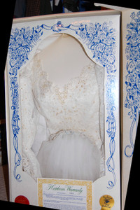 Wedding_gown_and_veil_in_box