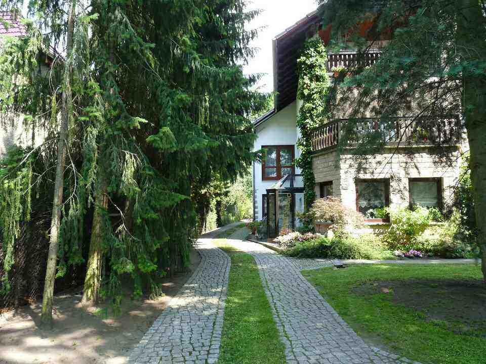 Zufahrt unsere Pension im Landhausstil im Schildow am Stadtrand Berlins