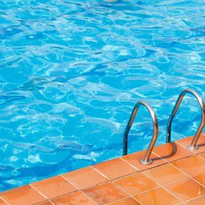 1 mai pensiunea empire piscina