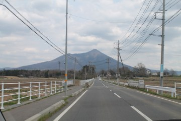 A picture of the mountain at an early part of the car ride.