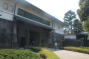 The Hirakawa gate (平川門)