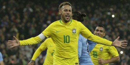 Neymar Saya Masih Belum Sehebat Seorang Pele