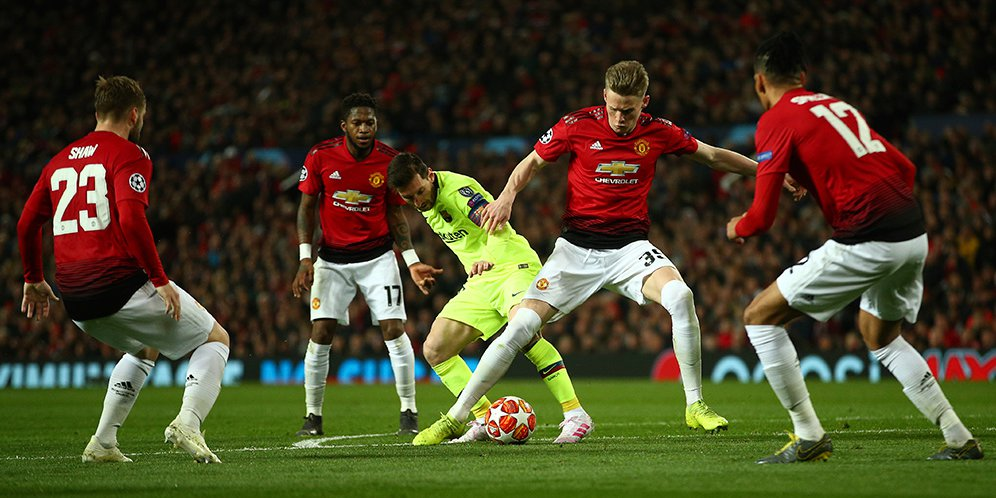 Manchester United Kalah Karena Mereka Terlalu Hormat Kepada Barcelona
