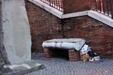 Осколки Римской Империи используются как скамейки
