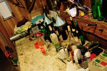 Рабочее место деревенского винодела