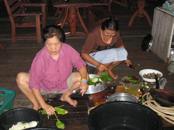 Phet (à droite) et amie