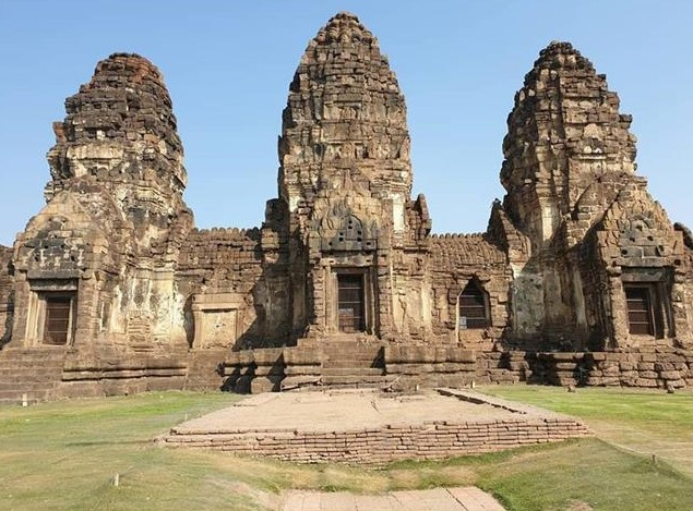 Monkey Temple Lopburi