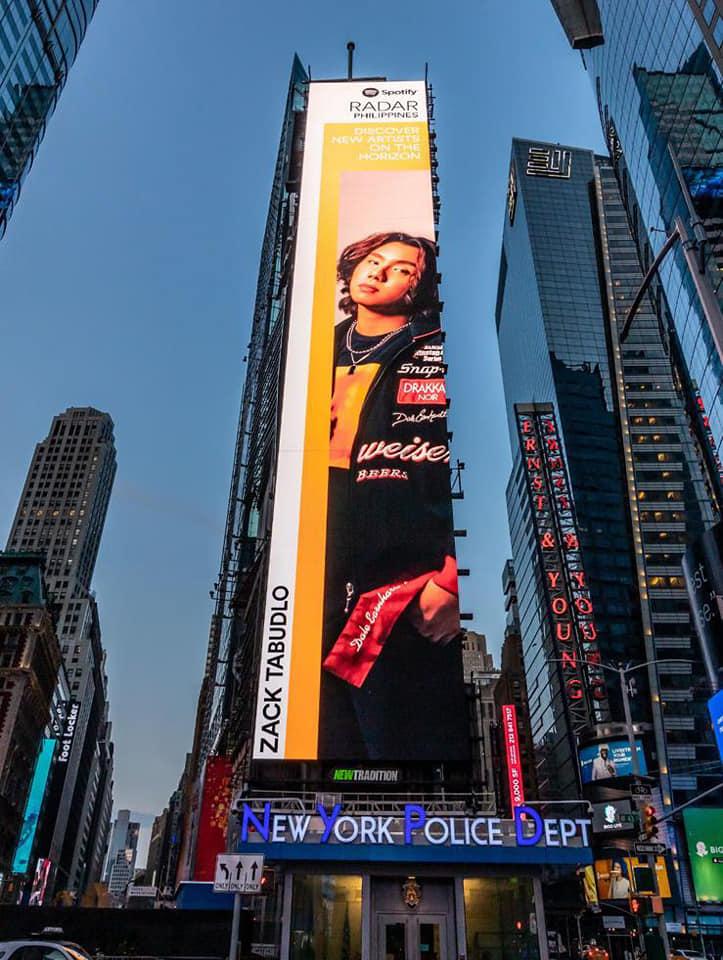 Zack Tabudlo Poste in New York