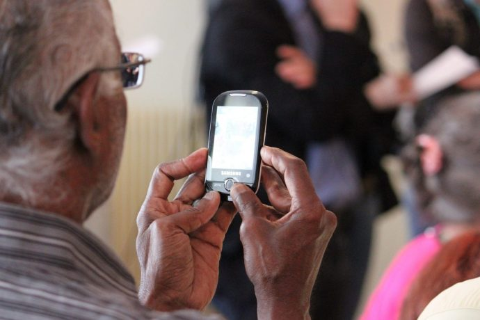 6 Tips to Help Elderly Deal with Technology - Help Elderly with Tech
