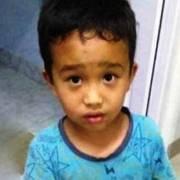 Συγκινεί η πράξη ενός μικρού αγοριού – Η φωτογραφία που «λύγισε» τον πλανήτη
