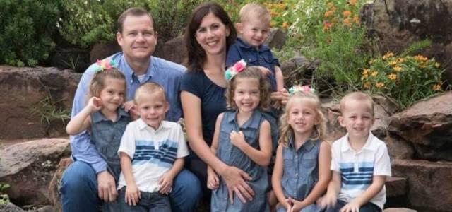 Το ζευγάρι που αφού υιοθέτησε τρίδυμα… έφερε στη ζωή άλλα τρία παιδιά