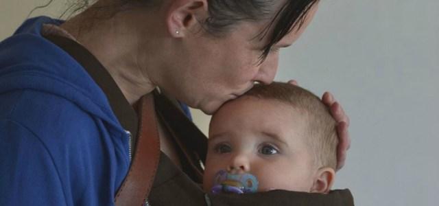 Λεσβίες και άγαμες μητέρες ζητούν το δικαίωμα στην εξωσωματική