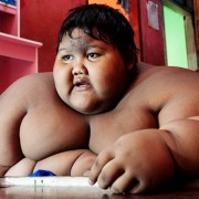 Έχασε 100 κιλά και είναι αγνώριστος