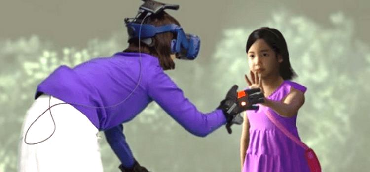 Μητέρα «αγκαλιάζει» ξανά την νεκρή της κόρη μέσω της εικονικής πραγματικότητας | ΒΙΝΤΕΟ